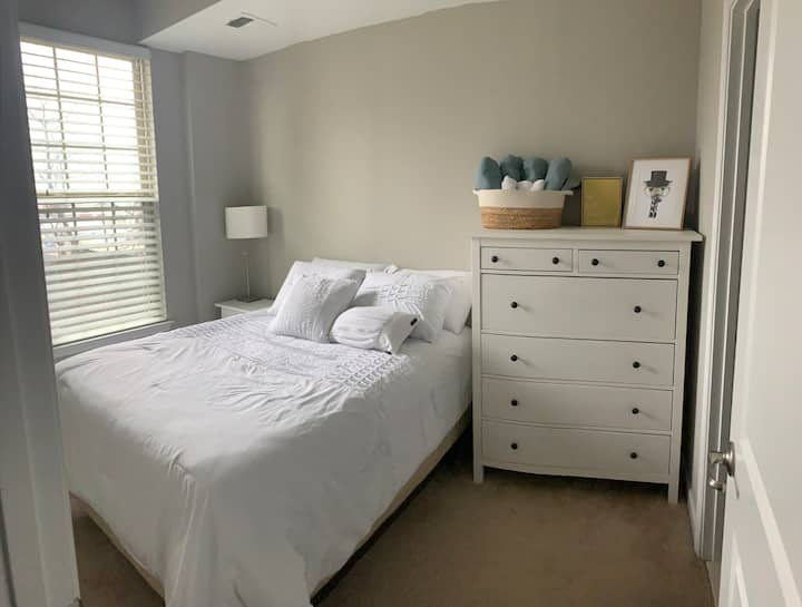 Beautiful Private Bed+Bath close to Hopkins