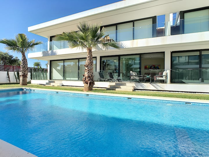 Modern, pool view, south east facing