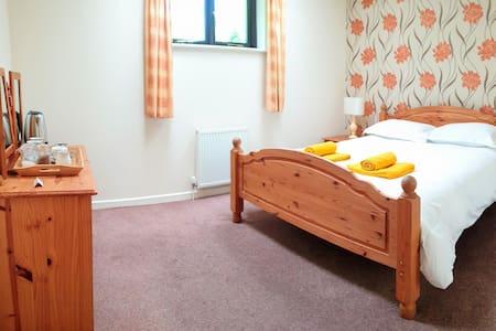 4. En Suite, King Size Room in Dartmoor Village