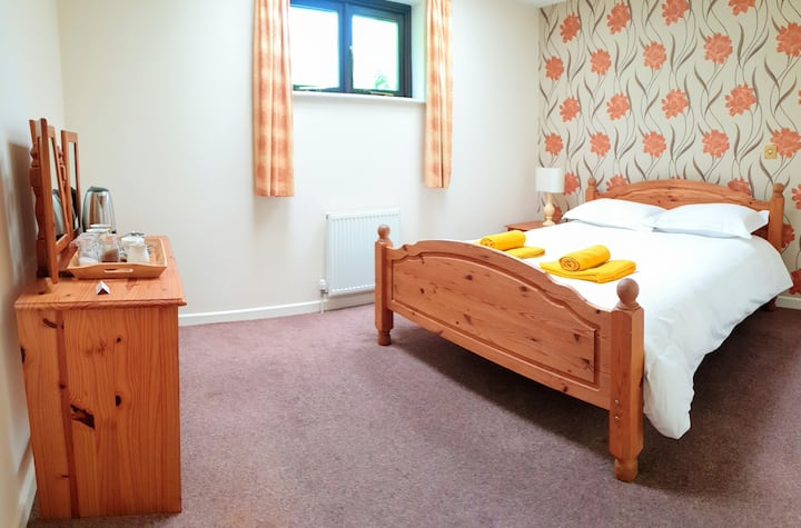 4. Lodiswell. EnSuite, King Size, Dartmoor Village