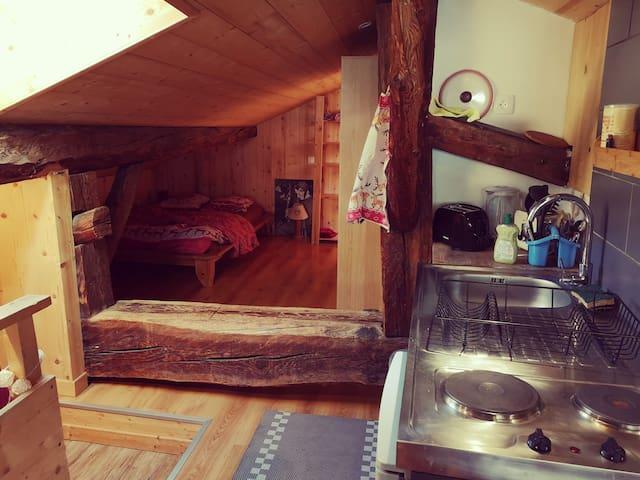 Chambre et petite cuisine