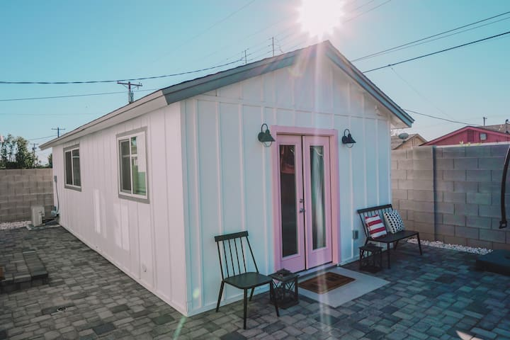 The Pink Guest House: 4.5 miles to PHX Airport