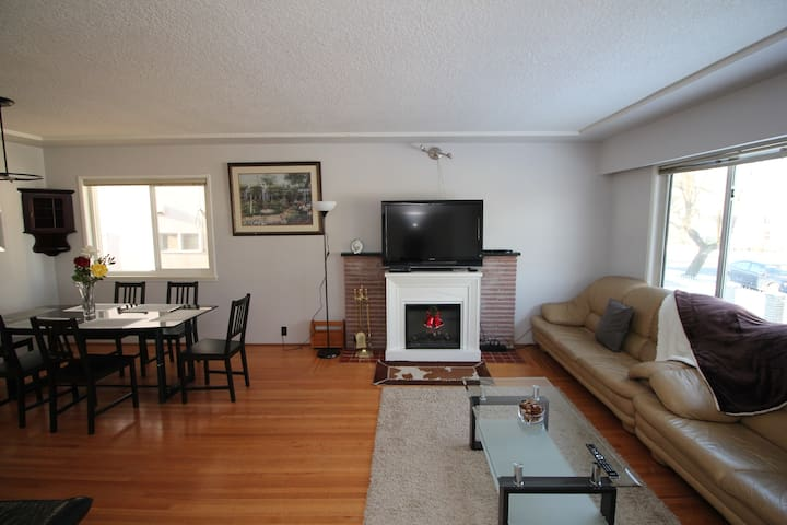 Central Comfortable 3 Bedroom House in Vancouver