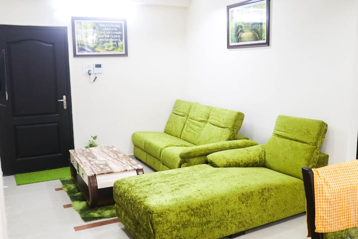 Gorgeously furnished Apartment at Mallapur