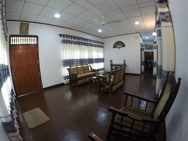 2BR House 7minutes to beach(1 Airconditioned room)