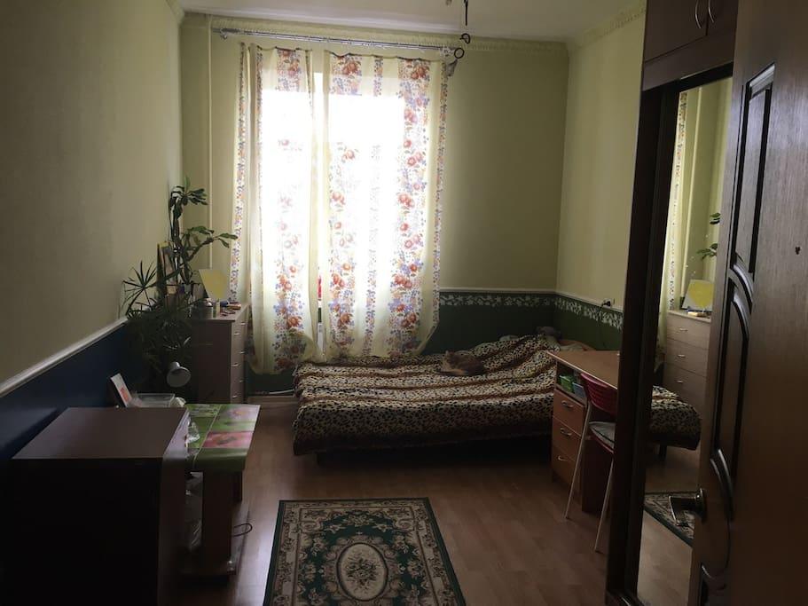 2 комната с диваном-кроватью