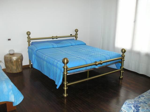 Stanza in una casa privata - Ravenna - House