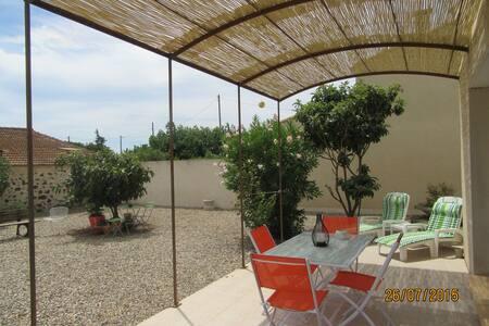 jolie villa dans village - Bessan