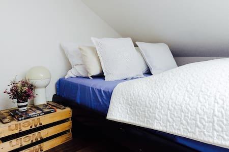 Stilvolles modernes Zimmer +Parking - Apartment