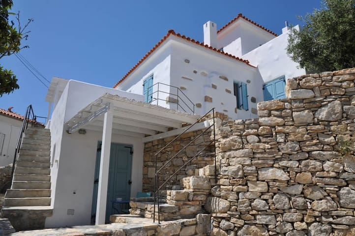 Lovely House with wonderful views in Chora-Samos - Samos - Huis
