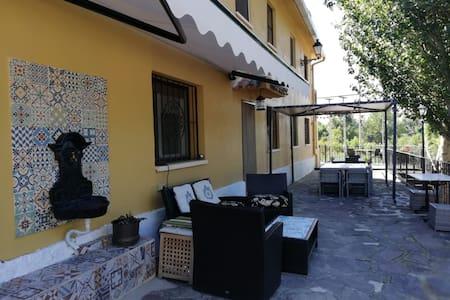 Villa con encanto,jardin ,piscina junto a Logroño