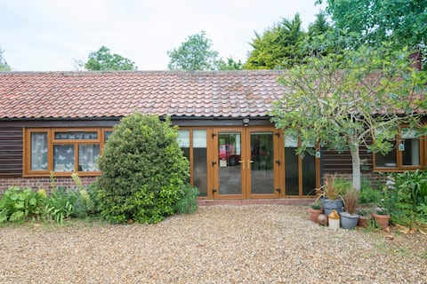 Old Byre Studio, Howe, Norwich. Dog Friendly.