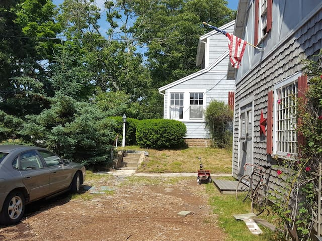 """""""Tucket In""""...Cozy Antique home, 3-BRs available"""