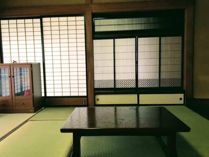 築120年の古民家「風の家」 Kazeno-Ie, The house of wind