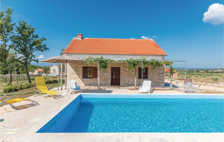Holiday cottage with 3 bedrooms on 100m² in Biograd na moru