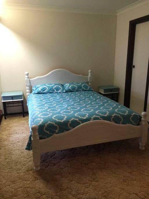 Main bedroom (queen) with ensuite