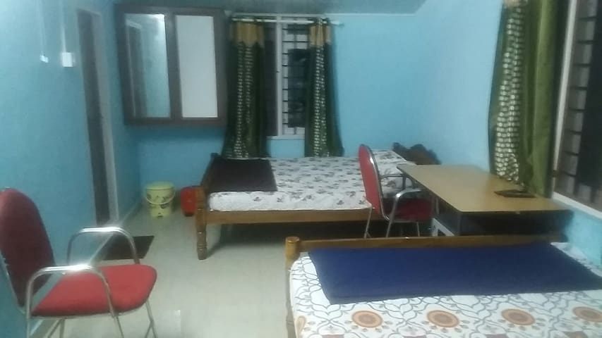 Large room with 2 king size beds.
