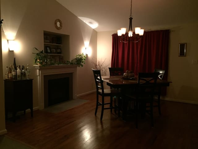 Fully upgraded rental home, private - Martinsburg - Casa