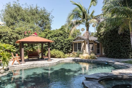 Charming guest house w/ pool access - Van nuys
