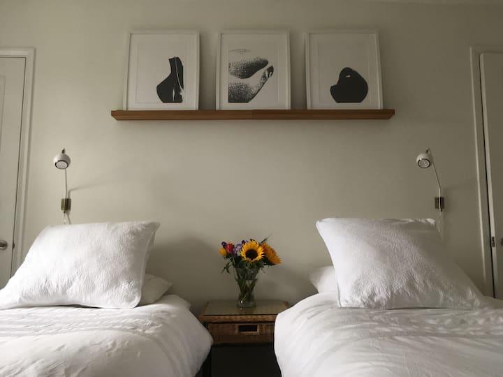 Twin / Double room in the heart of a Devon village