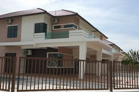 梦之屋 dream house - Segamat - Casa