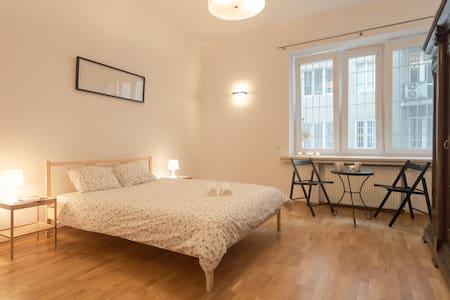 Spacious place in front of Central Railway Station - Warszawa - Apartment