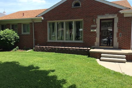 Ranch House near Downtown Detroit - 迪爾伯恩(Dearborn)