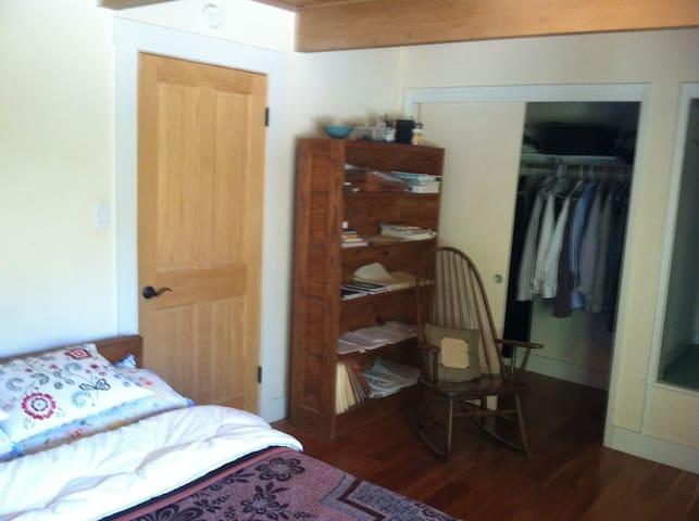 Cozy Bedroom in Quiet City - Kensington