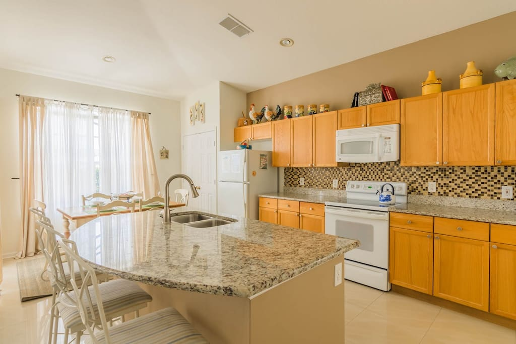 Cristina's Windsor Palms Villa - Kitchen