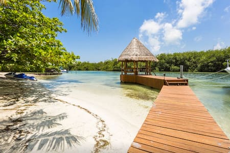 Lagoon front condo House - Cancún