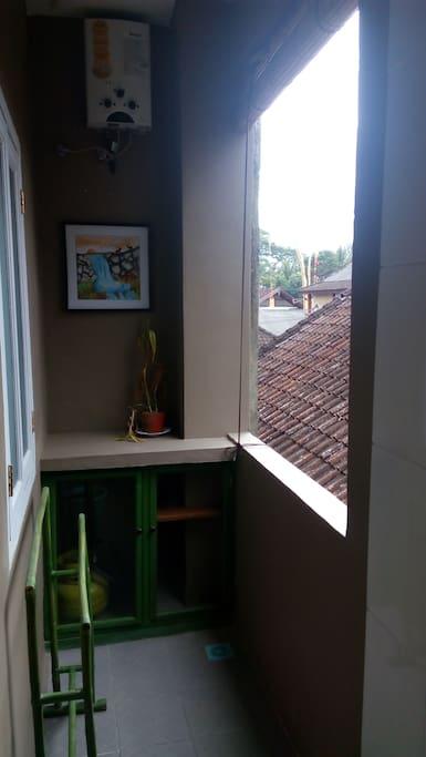 balkoni di toilet