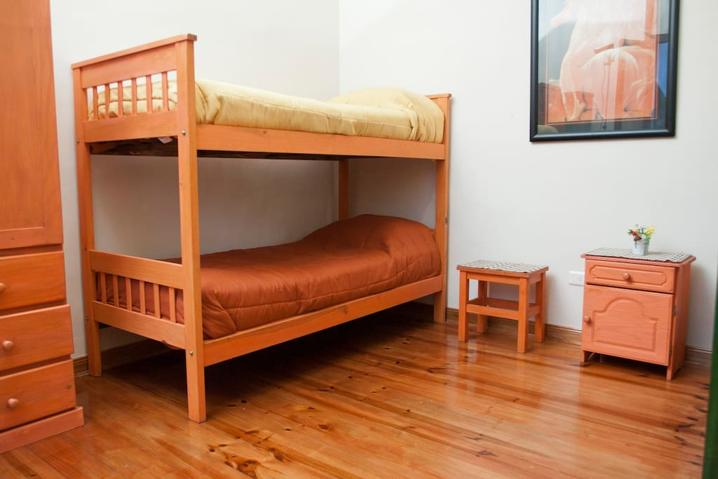 Habitacion compartida, maxima ocupación, cuatro personas.