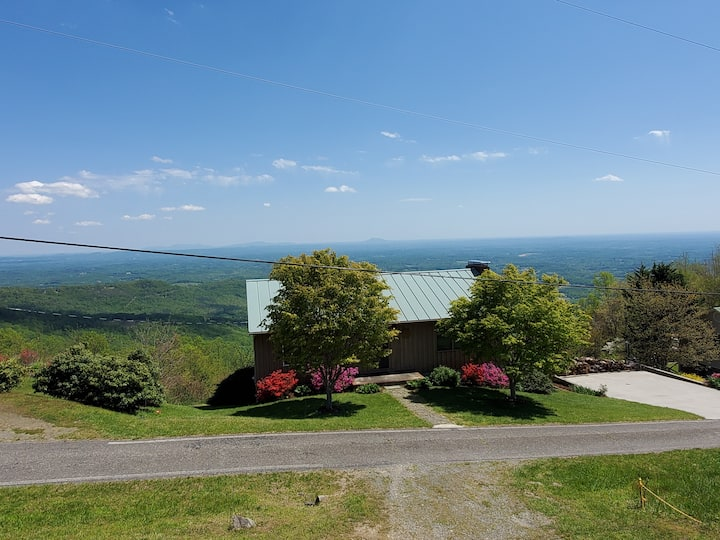 Blue Ridge Parkway Fancy Gap Getaway with a View