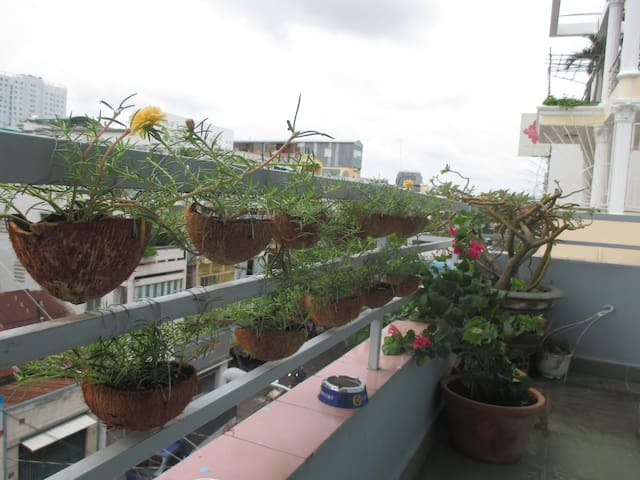 Flower balcony room in Saigonland (Nhi Quynh) - Ho-Chi-Minh-Stadt - Haus