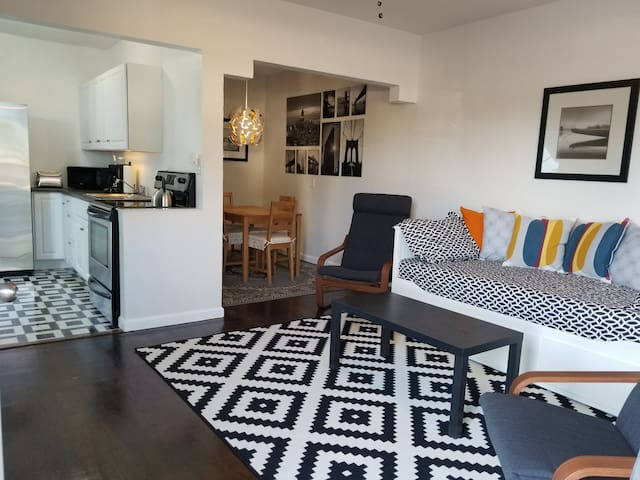 Hollywood Apartment