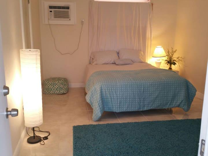 M) Private  full shower CLOSE MIAMI / HOLLYWOOD FL