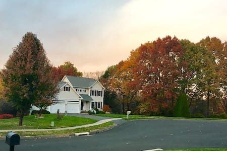 Upscale Single Family near Hartford_Close to ESPN - Southington