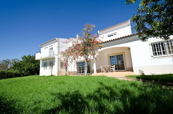 Spacious villa in Vilamoura  - Quarteira - Rumah