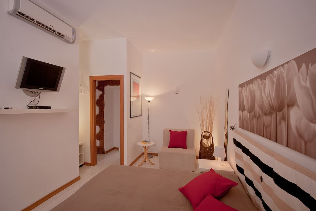 Double room opera inn suites b b chambres d 39 h tes for Chambre d hote italie