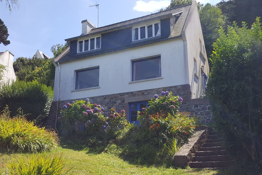 Maison individuelle avec grand jardin arboré