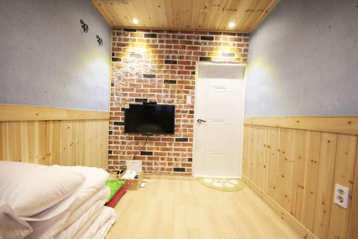 福(복), 한옥마을 오목대 근처의 커플 한옥 객실