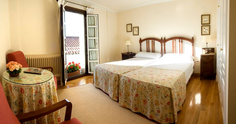 Habitación amplia y luminosa. - Castro Caldelas - House