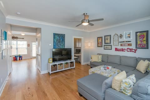 Gorgeous Townhome in The Nations, Downtown!