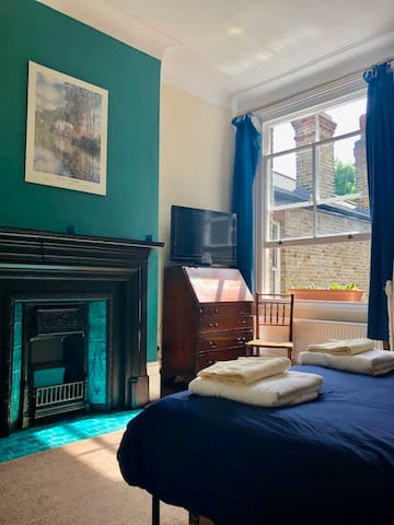 Large, light double room in Queens Park London