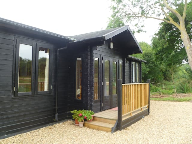 A spacious Skandinavian style Garden Lodge