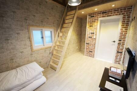 信(신), 커플이 숙박하기 좋은 복층 한옥 객실 - Wansan-gu, Jeonju - Bed & Breakfast