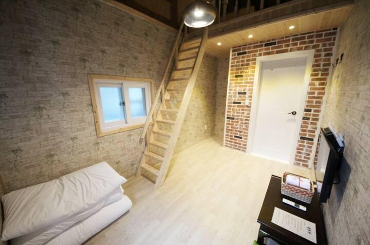 信(신), 커플이 숙박하기 좋은 복층 한옥 객실