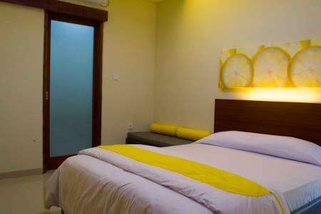 Budget Hotel in Denpasar - Denpasar - House