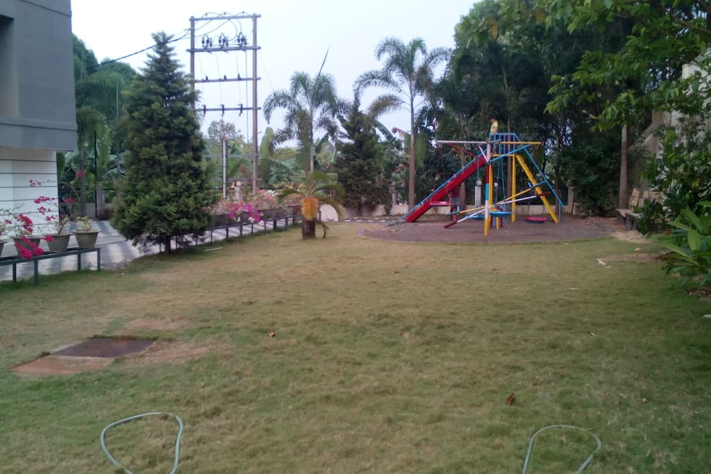 Large lawn n play area