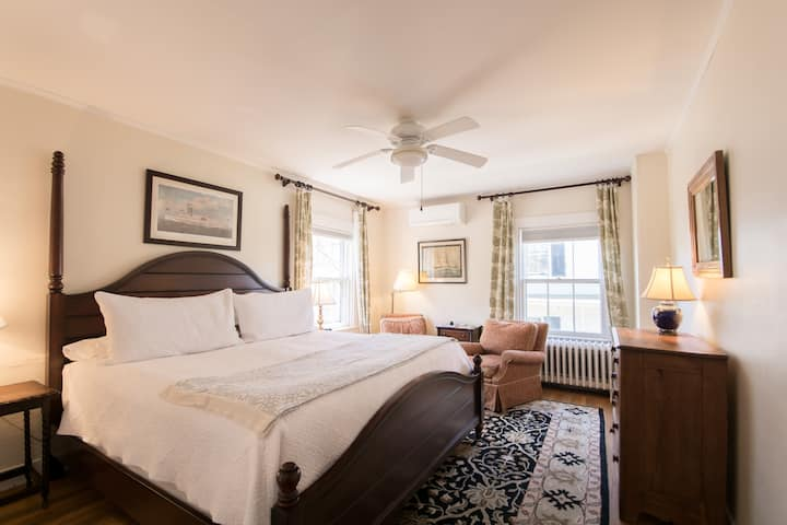 Newport Boutique Hotel King Bed w/Parking